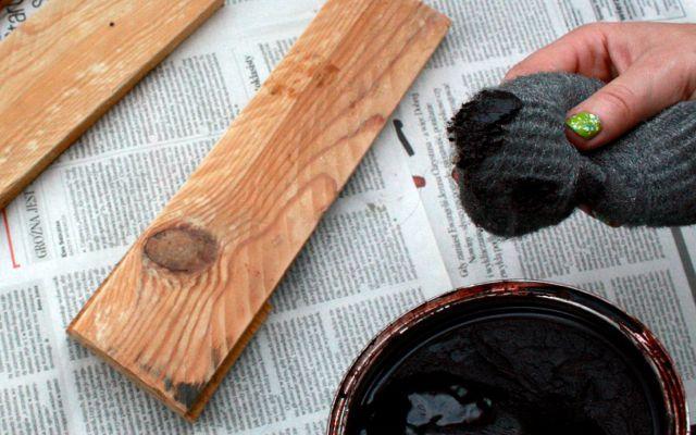 Jak się poprawnie woskuje drewno i drewniane meble. Wosk w puszce, zabezpieczanie drewna