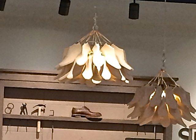 Lampa DIY w sklepie obuwniczym