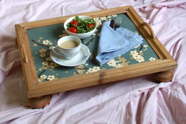 Jak zrobić stolik śniadaniowy do łóżka