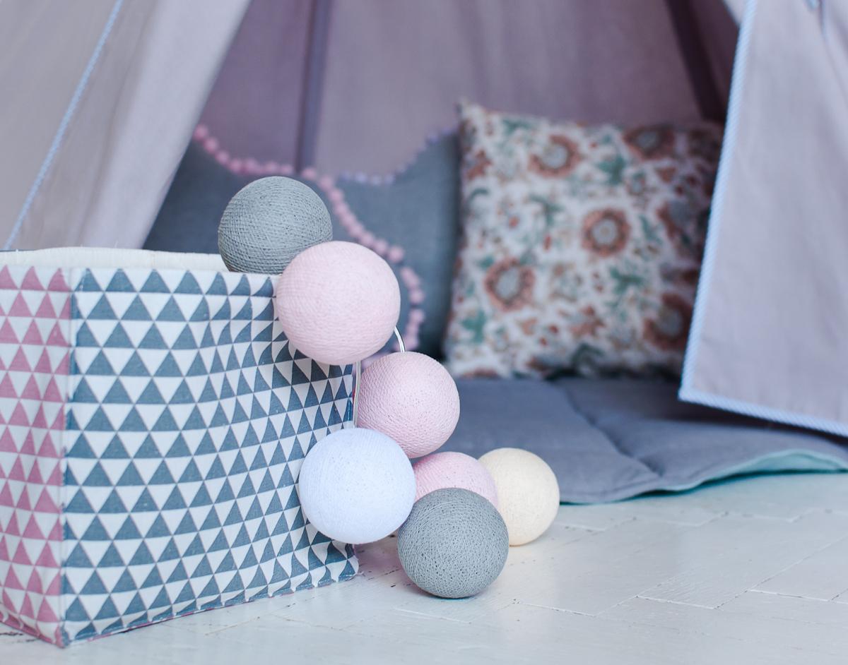 Cotton balls w aranżacji z zabawkami Moimili i LofLov