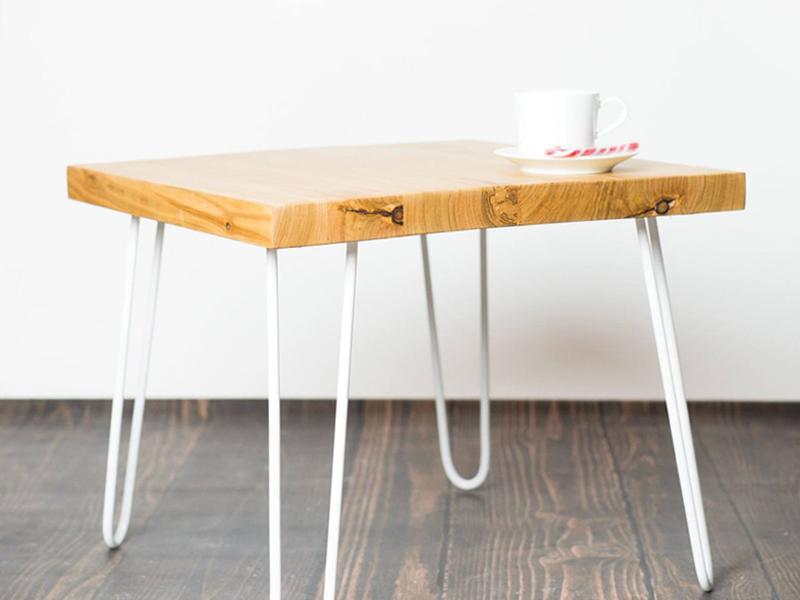 stolik-z-metalowymi-nogami