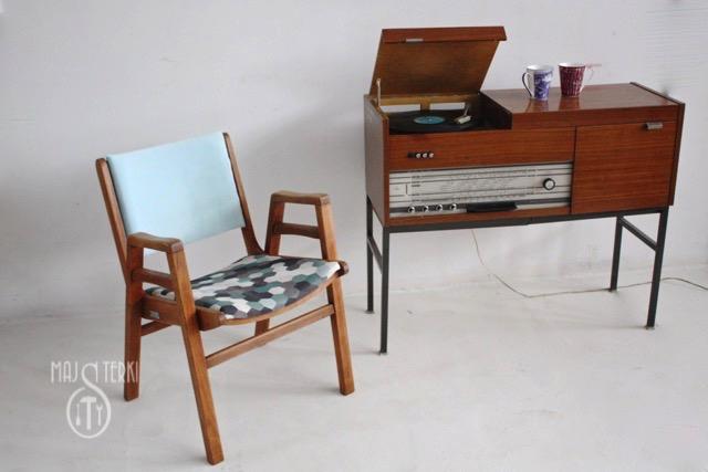 Fotel PRL i radiola