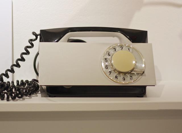 trumna -telefon-Tesla